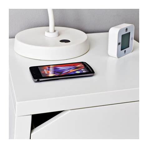 wireless charging bedside table イケア最新情報 ikeaの家具にワイヤレス給電qi対応 テーブルにスマホを置けば充電開始 サムスンと共同開発