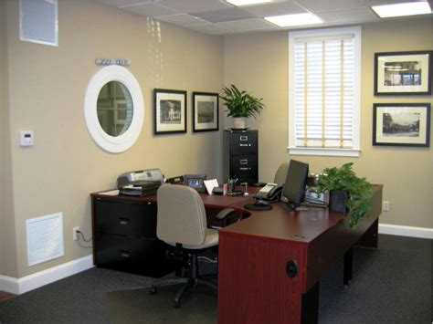 Ideas To Decorate An Office 25 Best Ideas About Professional Office Decor On Pinterest Work Office Decorations
