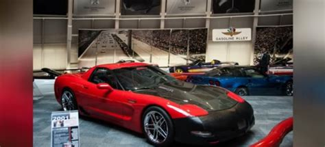 drives 13 hours to see corvette in museum sinkhole