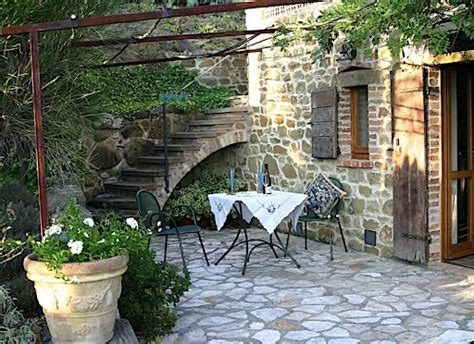 italian backyard design 16 best images about garden ideas on fence