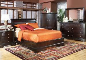 Rooms To Go Bedroom Sets Whitmore Cherry 5 Pc King Bedroom Bedroom Sets