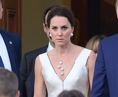 william and kate residence princess cries after falling on royal tour