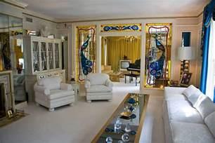 elvis room mansion elvis s graceland aerial views of his mansion and estate billionaire addresses