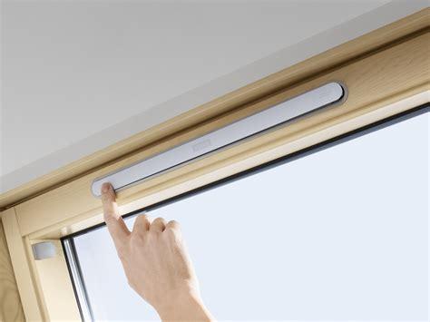 Velux Dachfenster Rolladen Elektrisch by Elektrische Dachfenster Velux Gzl 1051 Integra Baubay De
