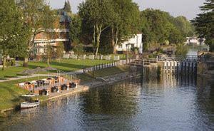 dragon boat racing runnymede conferences visit thames