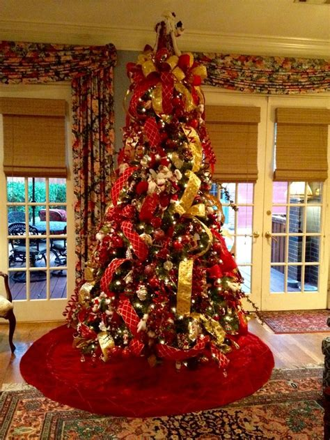 traditionalchristmas tree designed by arcadia floral red and gold traditional christmas tree designed by
