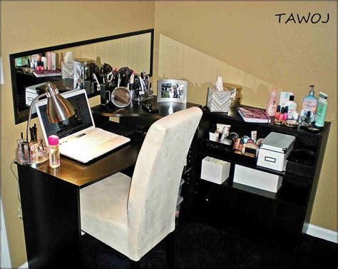 Diy Desk Vanity 1000 Ideas About Makeup Vanity Desk On Pinterest Vanity Desk Makeup Vanities And Diy Makeup