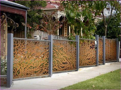 recinzioni per giardino recinzioni giardino 25 idee fra legno metallo e piante
