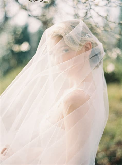 Wedding Hairstyles With Floor Length Veil by Unveiling The Veil Ultimate Guide To Bridal Veils