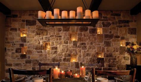beleuchtung natursteinwand natursteinwand im wohnzimmer im landhausstil gestalten