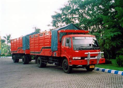 gambar mobil truk