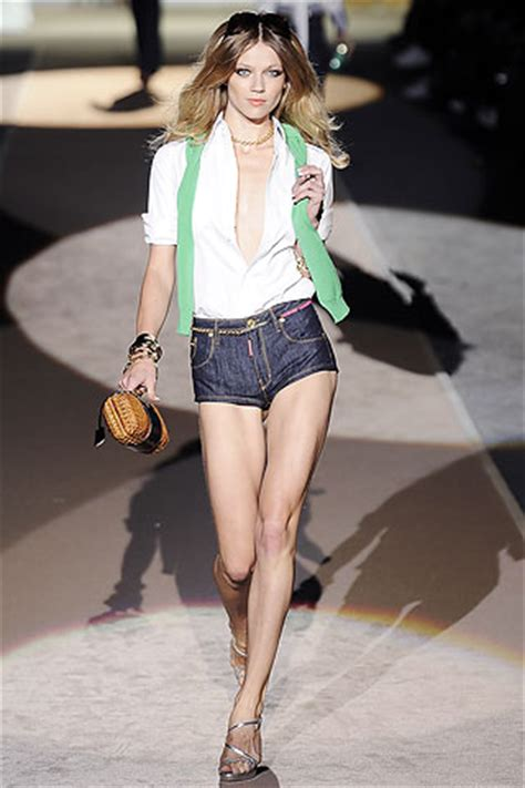 Catherine Zeta Jones Purse Style Tods Capucine Pochette Clutch by Dsquared2 15 Most Daring Shorts For Summer 09