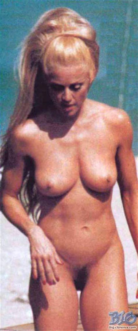 Ha Comprato La Foto Di Madonna Nuda Per Ora Masoni Vuole Regalarla Affaritaliani It