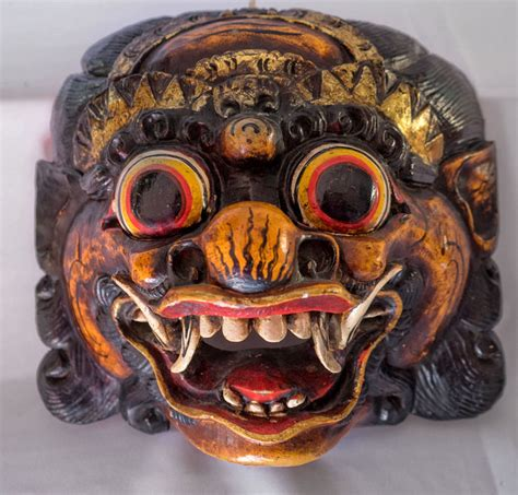 5 houten maskers 4 x barong 1 x topeng bali java