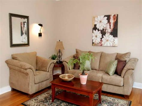 How To Decorate A Small Living Room On A Budget by Decorating A Small Living Room Modern House
