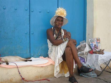 cuba turisti per caso cubana con rivista quot turisti per caso quot viaggi vacanze e