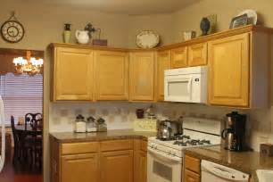 Decorating Kitchen Cabinets by Texas Decor Rearranging The Tops Of My Kitchen Cabinets