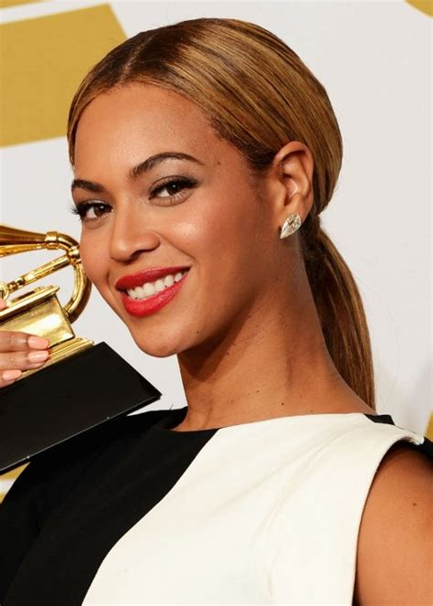 Beyonce Updo Hairstyles by Hair News Network 2013 Grammys Hairstyles And Updos