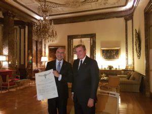 real casa di borbone consegna onorificenza a s e l ambasciatore d italia in