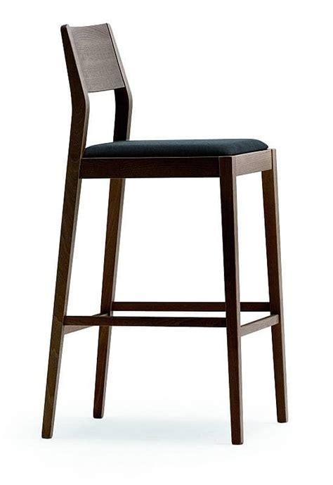 sgabelli in legno per cucina sgabello in legno con sedile imbottito per cucine idfdesign