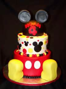 mickey mouse kuchen cakes by kristen h mickey mouse cake