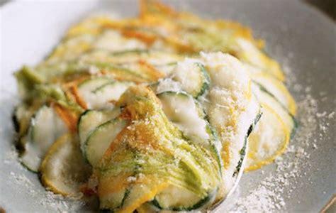 lasagne con zucchine e fiori di zucca lasagna di zucchine e fiori di zucca notizie shock