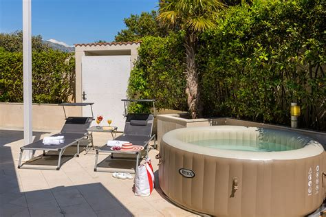 Apartment Patio Tubs Superior Three Bedroom Apartment With Tub Patio And