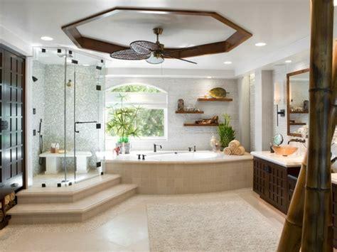 Formidable Meubles Salle De Bains Bois #4: 1d%C3%A9co-salle-de-bain-spa-traditionnelle-%C3%A9l%C3%A9ments-d%C3%A9coratifs-charmants-dans-une-salle-de-bain-spacieuse.jpeg