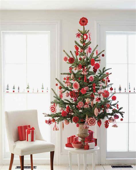 easy ways to decorate a 4 ft tree 25 creative tree decorating ideas martha stewart