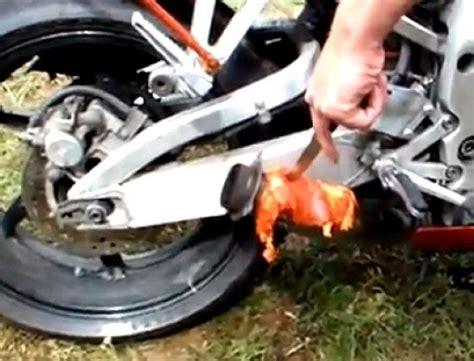 Gute Motorrad Filme by Drehzahl Grilling Motorrad Auspuff Schnitzel An Drehzahl