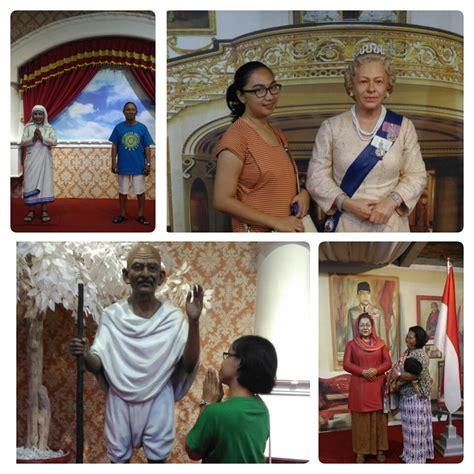 Kaos Jogja Gus Dur mau narsis bareng idola de arca statue museum tempatnya