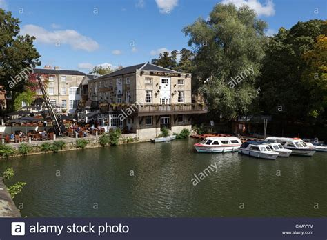 thames river in oxford the head of the river pub beside the river thames oxford
