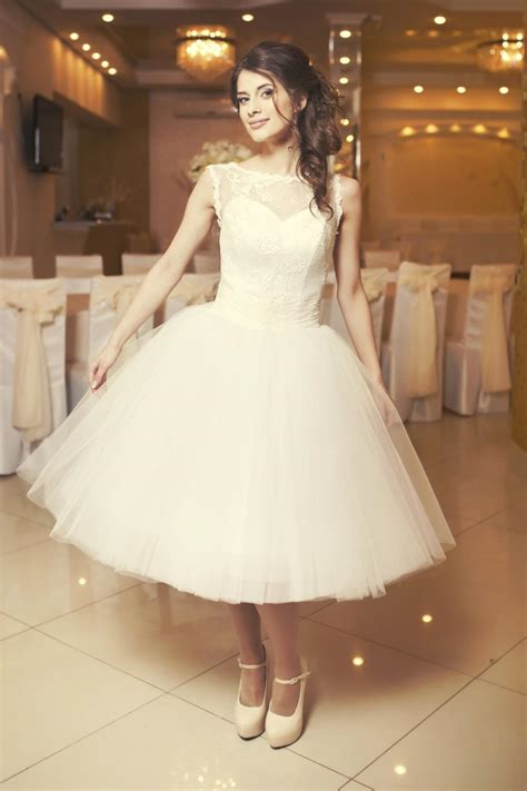 simple  chic dresses  wear   courthouse wedding