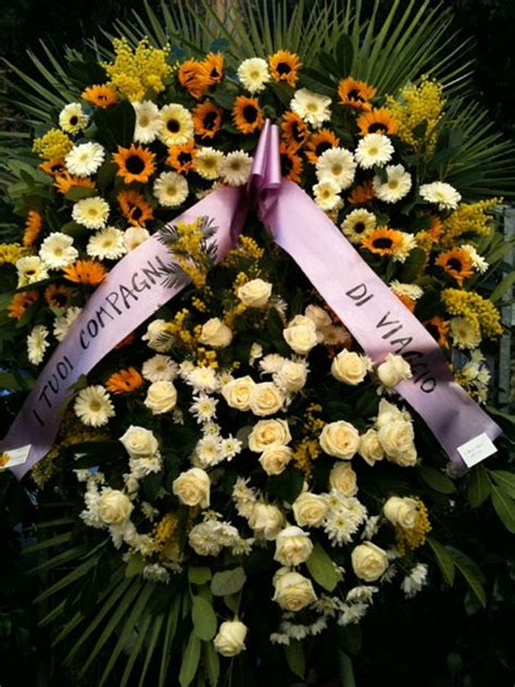 corone di fiori per funerali la corona di fiori per funerale consegna a roma