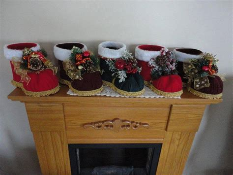 fotos de botas navideas con botella reciclaje botas navide 241 as con material reciclado