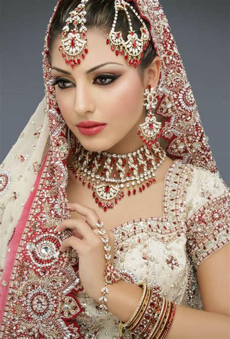 sayumi: Top 12 Pakistani Bridal Makeup Pictures