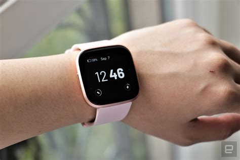 fitbit versa  review  good  unreliable fitness  engadget