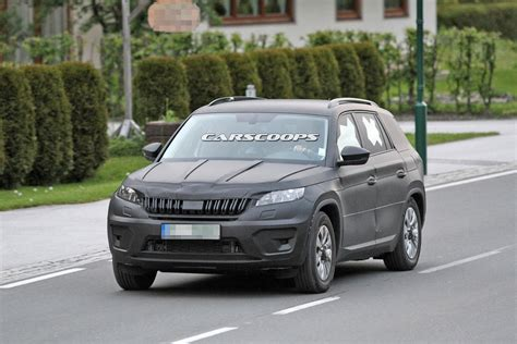 skoda kodiaq black 2017 skoda kodiaq spied again wearing black camo carscoops