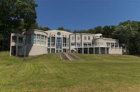 jimmy jam house jimmy jam s former lake minnetonka mansion sold at auction for 2 6 million