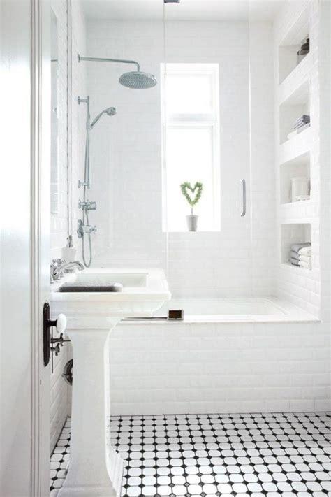abtrennung badewanne kleines badezimmer eingemauerte badewanne glas abtrennung