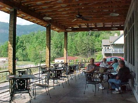 outdoor eating area outdoor eating area picture of la strada at lake lure
