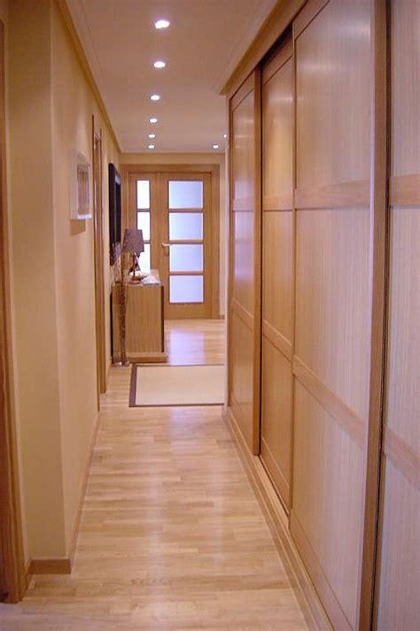 decorar cocina roble marron intermedio con suelo y puertas roble cogiendo