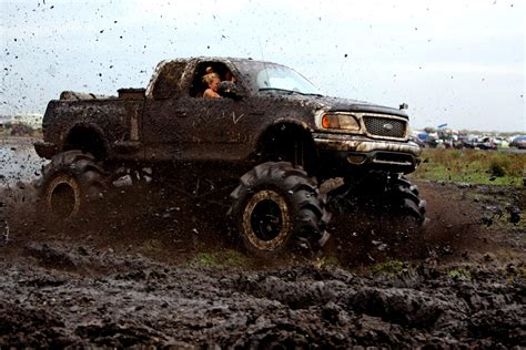 trucks in the mud hd mud bogging 4x4 offroad race racing truck