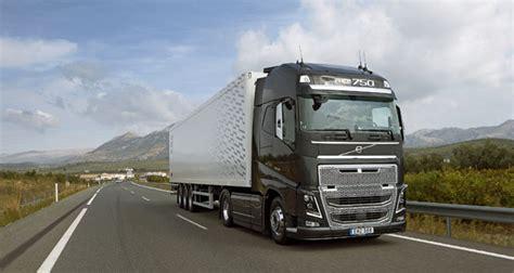 volvo trucks na volvo trucks s 237 la na silnice automobil revue