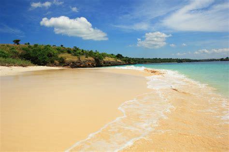 Kalung Imut Pasir nyebrang pantai pink eh nemu pulau kecil imut dan pantai indah indah catatan caderabdul packer