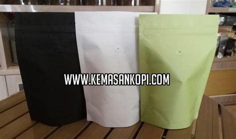 Kemasan Kopi Valve Stand Up Pouch Green Foil 2000grcoffee Bag stand up pouch black white green paper jpw packaging