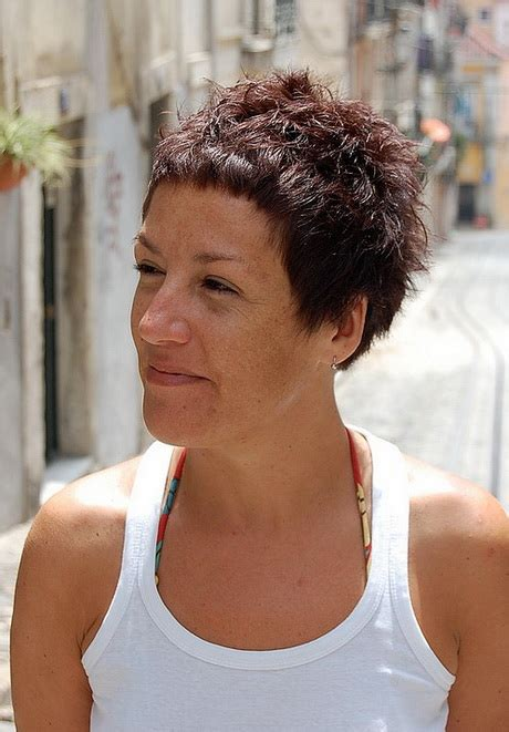 edgy senior haircuts edgy hairstyles for older women elle hairstyles