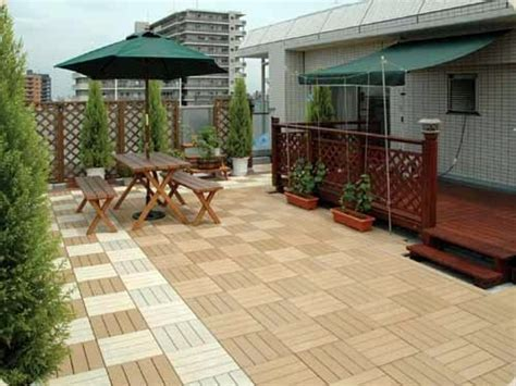 Lay patio and balcony with wooden tiles ? Use wood tiles