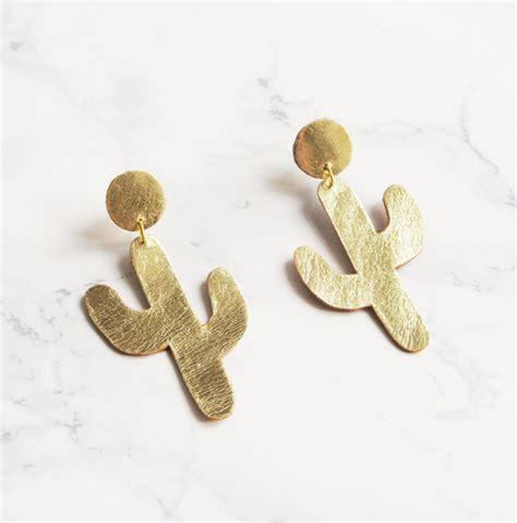 gold cactus earrings interesante
