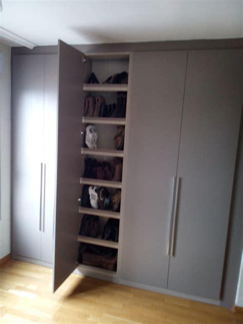 ikea zapateros vestidor armario a medida con columna ideas armarios